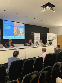 La vicealcaldesa de Alicante y concejal de Turismo, Mari Carmen Sánchez, junto con el presidente de la Fundación Empresa Universidad de Alicante (Fundeun), Manuel Cazorla