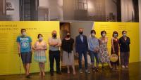 Promotores de la exposición, junto a algunos de los artistas y responsables de las salas donde se exhibe: Lonja y Maca