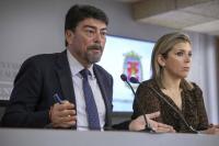 El alcalde de Alicante, Luis Barcala y la vicealcaldesa, Mari Carmen Sánchez