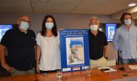 Antonio Manresa, con el cartel, y los promotores que le han acompañado