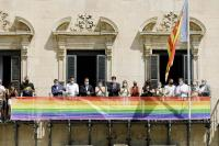 Pancarta LGTBI en el balcón del consistorio que lucirá hasta el próximo domingo 26