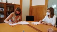 firma convenio ayt-ua mcarmen de españa y nuria grane