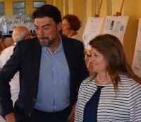 El alcalde Luis Barcala y la concejala de Acción Social, Julia Llopis