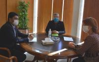 Luis Barcala, Julio Forner y Begoña León, en el transcurso de la reunión de trabajo