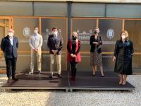 El alcalde, Luis Barcala, y la vicealcaldesa y edil de Turismo, Mari Carmen Sánchez, con representantes de los empresarios del sector hotelero de ...