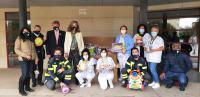 Entrega de juguetes en el Hospital General de Alicante