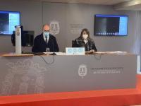 El portavoz adjunto del equipo de Gobierno, Manuel Villar, junto con la concejala de Acción Social, Julia Llopis,