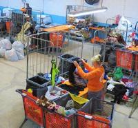 Reciclaje de ropa usada a cargo del Proyecto Lázaro en Alicante