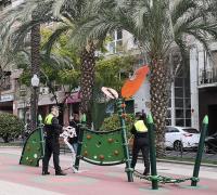 La Policía Local desprecinta uno de los parques de Alicante