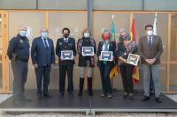 Las cuatro primeras mujeres de la Policía Local del Ayuntamiento de Alicante, junto al alcalde y el concejal de Seguridad Ciudadana