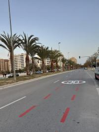 Señalética de limitación a 30km/h en carril derecho
