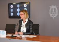 La concejal de Empleo y Desarrollo, Mari Carmen de España, ha presentado en rueda de prensa la II Convocatoria del Plan Resistir