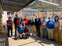 El concejal de Cultura, Antonio Manresa, y la presidenta de APSA, Isabel Manero, con directivos de la asociación y los trabajadores amparados por ...