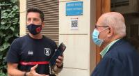 El concejal de Seguridad, José Ramón González, junto con el jefe del SPEIS, Carlos Pérez, han acudido esta mañana a instalar el primer Código...