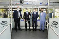 El alcalde Luis Barcala y el concejal de Medio Ambiente Manuel Villar han participado en la prueba del autobús eléctrico