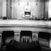 Tumba de Napoleón en los Inválidos en 1920. Fotografía de Fco. Ramos.