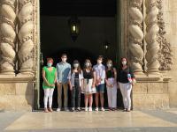 Visita Colegio Santa Teresa de Alicante con la concejala de Juventud, María Conejero