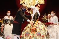 Luis Barcala impone la Banda de Bellea del Foc a Marina Niceto