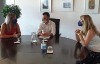 Mari Carmen Sánchez, junto al alcalde de Ibiza, Rafael Ruiz, y la concejala de Turismo, Desiré Ruiz