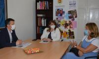 Julia Llopis, con la vicepresidenta Inés Esteve y con el gerente Pablo López