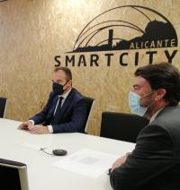 El alcalde y el concejal de Innovación, en un acto conectado con Alicante Smart City