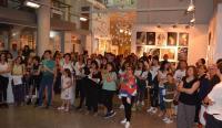 Alumnos y allegados tomaron parte en el acto de apertura de la exposición