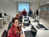 Los centros de personas mayores y los socioeducativos dispondrán desde mayo de ordenadores