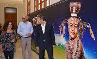 Recorrido inicial de la exposición, con César Sánchez, María Dolores Padilla y Franck Hanselman
