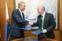 Firma del convenio entre la OAMI y el Ayuntamiento de Alicante