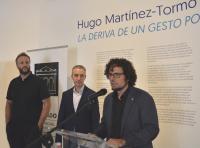 Daniel Simón se dirige a los asistentes, junto a Pérez Pont y Martínez Tormo