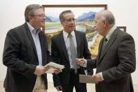 Imagen Lonja con Alcaldes de La Vila, Jaime Lloret, y de Alicante, Miguel Valor, conversan con Alguacil (en el centro).
