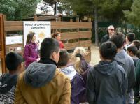 Alumnado IES El Pla en punto compostaje comunitario
