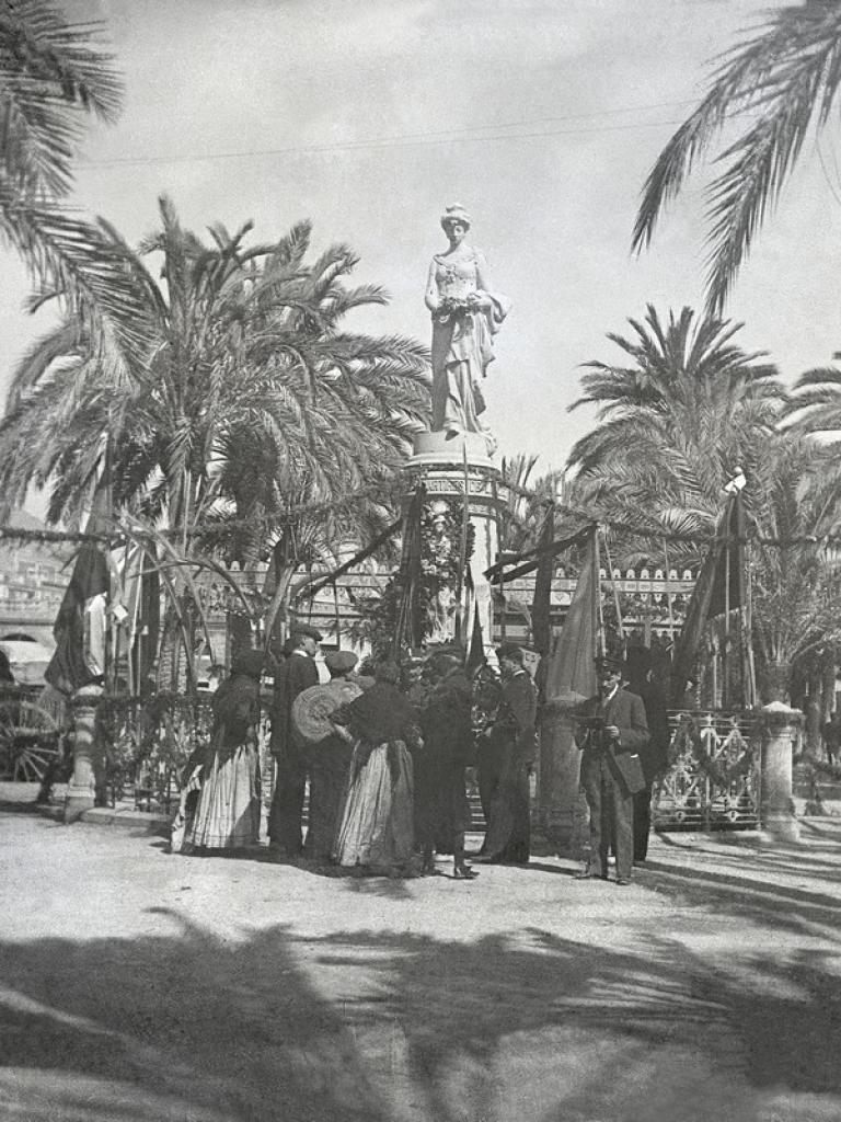Monumento a los Mártires de la Libertad. 1910. Colección Frías.